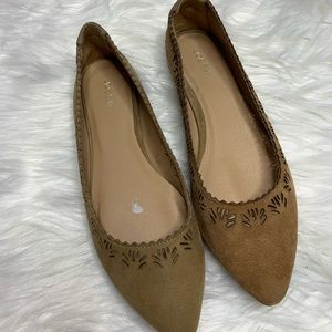 Joes Jeans• Tan Suede Eyelet Flats